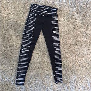 Black leggings with piano style design